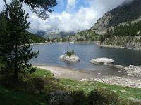 Le refuge et le lac des Bésines